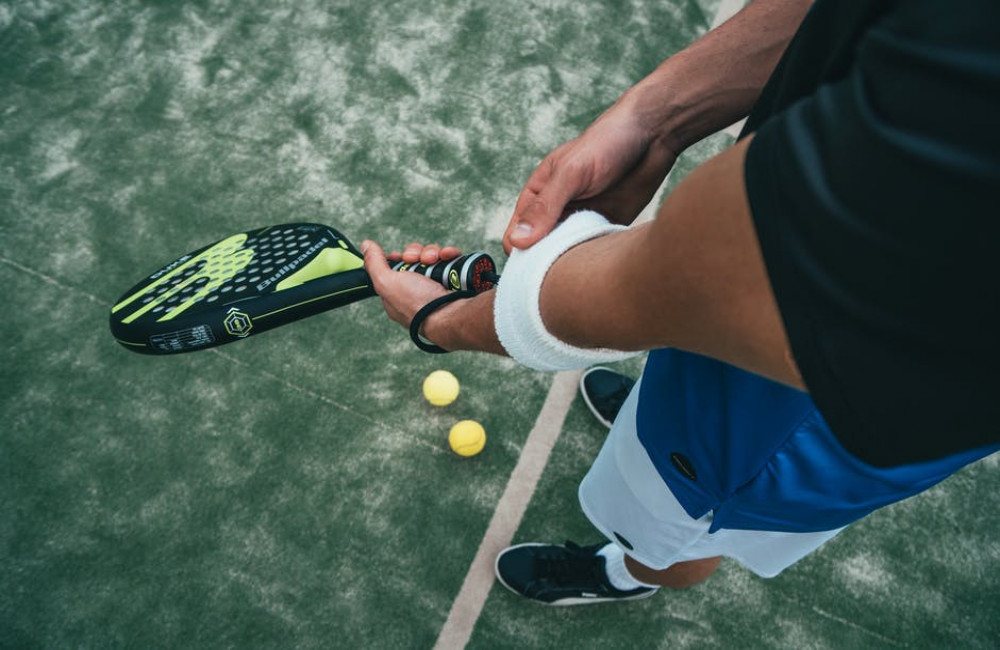 Hoe het gewicht van je padelracket invloed heeft op je spel